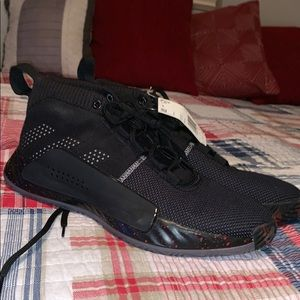 BRAND NEW DAME 5's